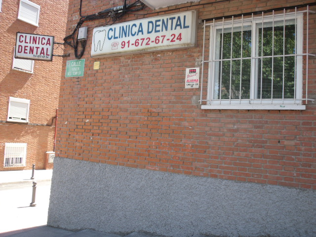 CLINICA DENTAL DELLOCA Y BIANIS